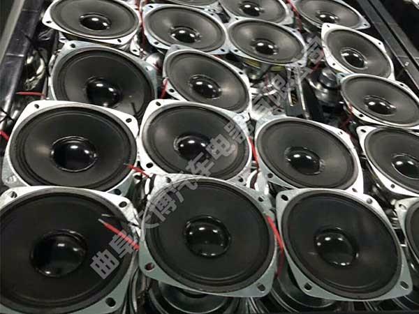 扬声器是一种把电信号转变为声信号的换能器件,扬声器在音响设备中是